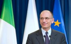 Il presidente Letta con le bandiere italiana ed europea
