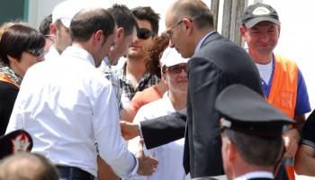 Il presidente del Consiglio Enrico Letta in visita sui luoghi del terremoto /FOTOGRAMMA