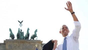 Obama di fronte alla porta di Brandeburgo